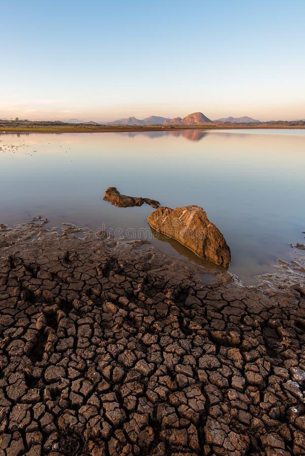 Lac desséché à l'aube photos libres de droits