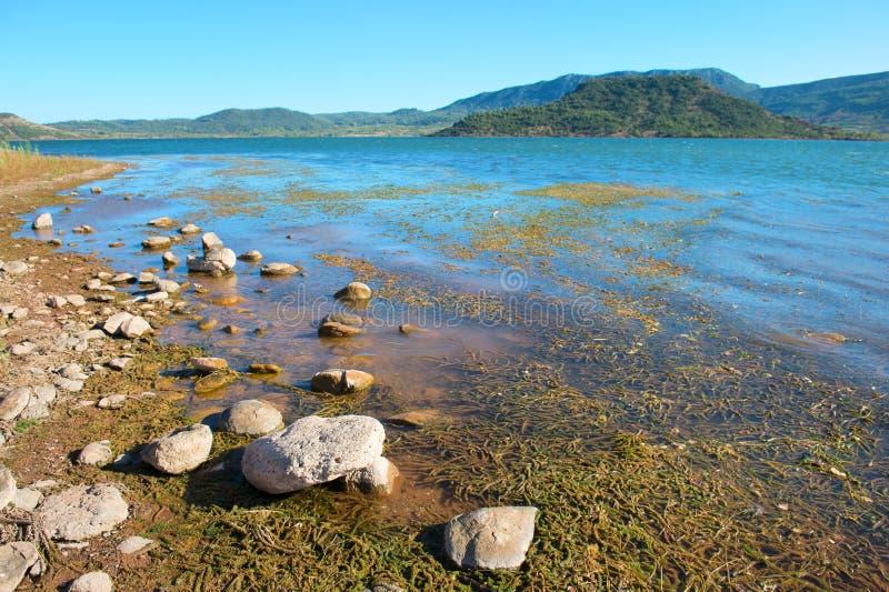 Lac du Salagou in Frankreich stockbild