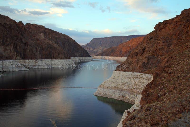 Lac en canyon au barrage de Hoover, Nevada, Etats-Unis photos libres de droits