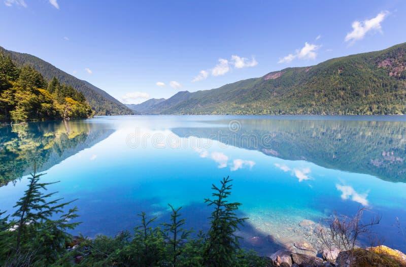 Download Lac en croissant photo stock. Image du altitude, nature - 76076448