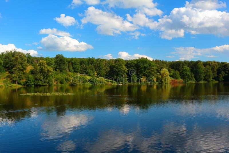 Download Lac en parc naturel image stock. Image du calme, extérieur - 76080439