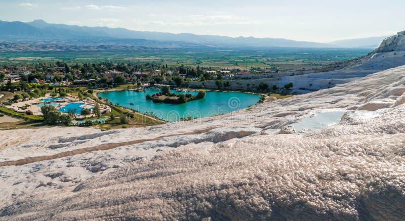 Lac entouré du travertin, Pamukkale photos stock