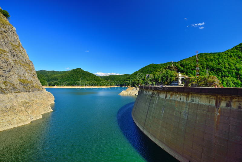 Lac et barrage Vidraru image stock