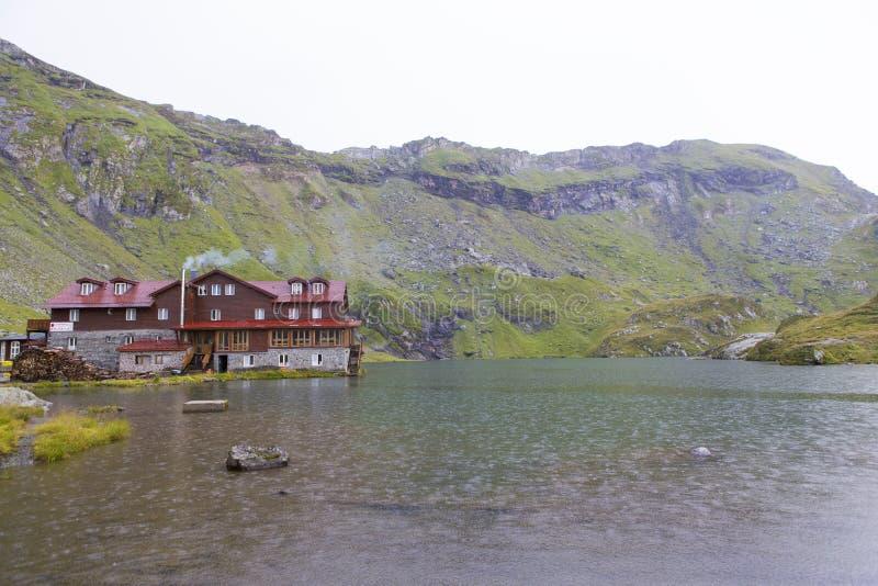 Lac et cabane Balea photographie stock libre de droits