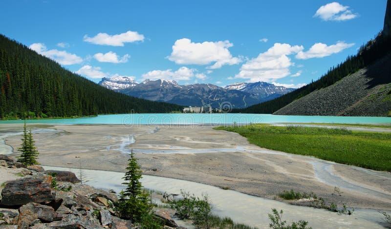 Lac et château de montagne de Lake Louise image stock