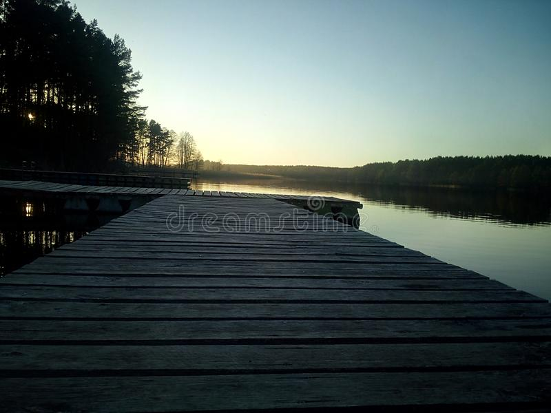 Lac et coucher du soleil photographie stock