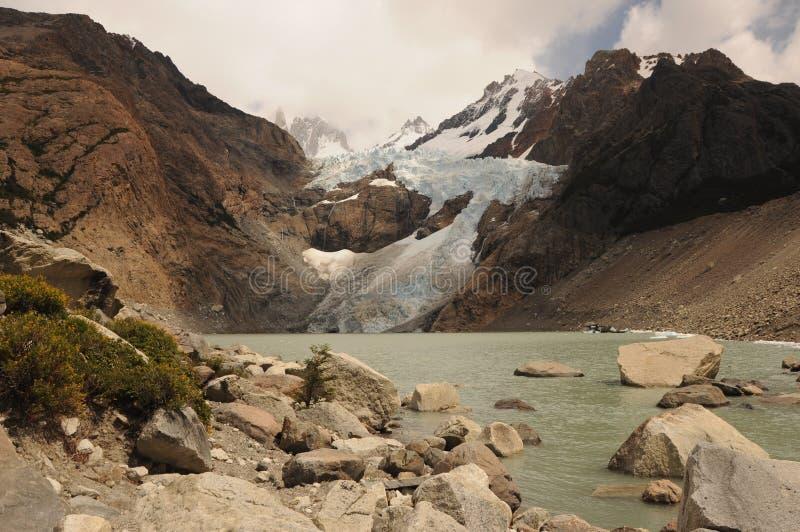 Lac et Fitz Roy renversant dans le Patagonia de nuages Fitz Roy National Park, Patagonia, Argentine le paysage de montagne sous l photo stock