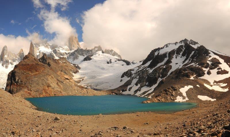 Lac et Fitz Roy renversant dans le Patagonia de nuages Fitz Roy National Park, Patagonia, Argentine le paysage de montagne sous l photos libres de droits