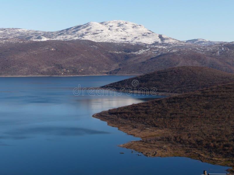 Lac et la montagne images stock