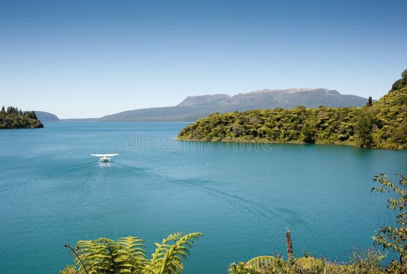 Lac et montagne - Tarawera photographie stock