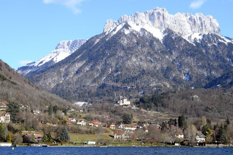 Lac et montagnes annecy images libres de droits