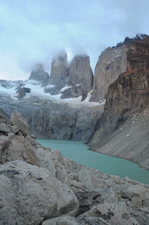 Lac et montagnes renversantes de Torres dans le Patagonia Parc national de Torres del Paine, Patagonia, Chili le paysage de monta photos libres de droits