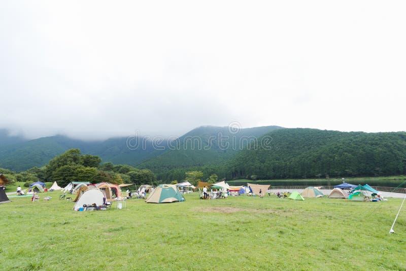 Lac et Mountain View, tentes de camping en préfecture de Yamanashi, J images libres de droits
