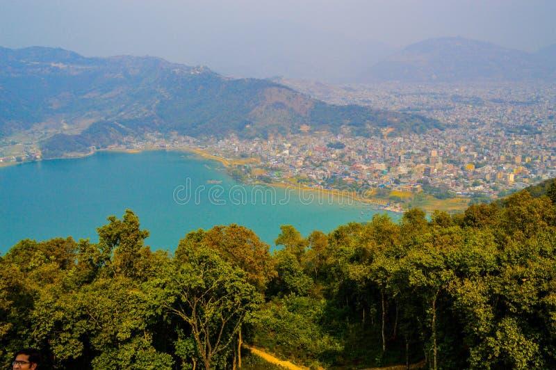 Lac et Pokhara Phewa image stock