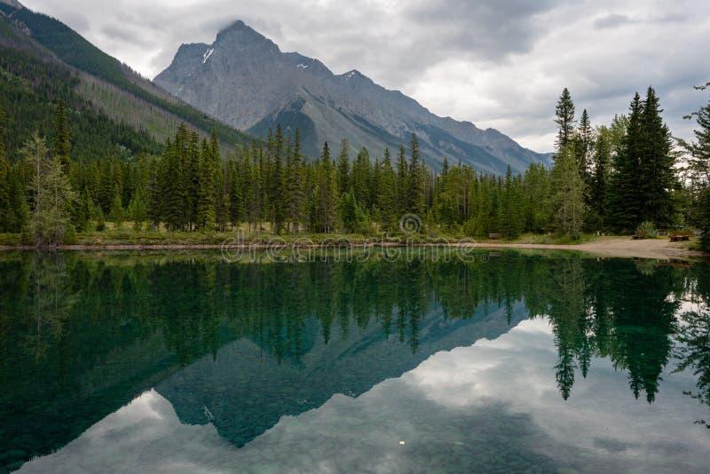 Lac Feeder, parc national Yoho, Colombie-Britannique, Canada photos libres de droits