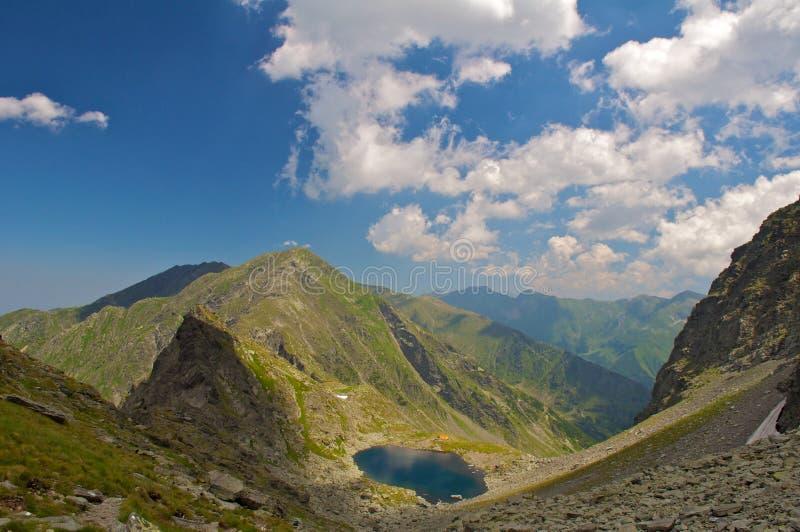 Lac glaciaire Caltun des montagnes de Fagaras images libres de droits