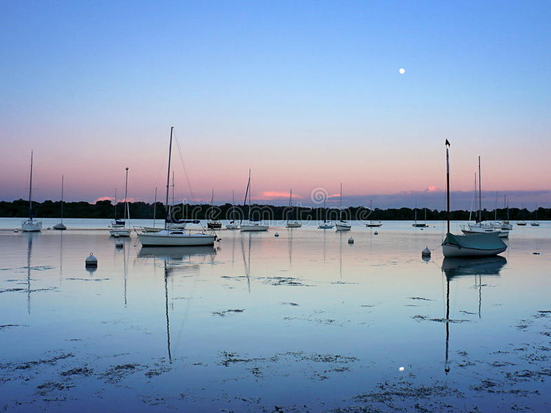 Lac Harriet Sailboats au coucher du soleil images stock