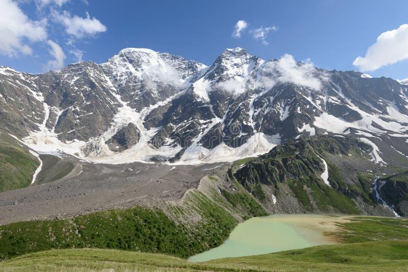 Download Lac, Hautes Montagnes Et Glaciers Montagnes Caucasiennes Photo stock - Image du risque, profil: 76089754