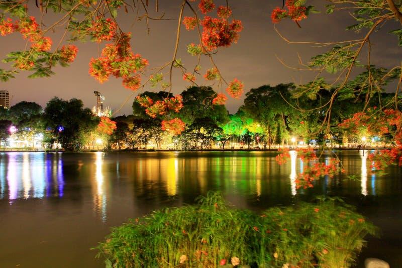 Lac Hoan Kiem la nuit, Hanoï Vietnam photo libre de droits