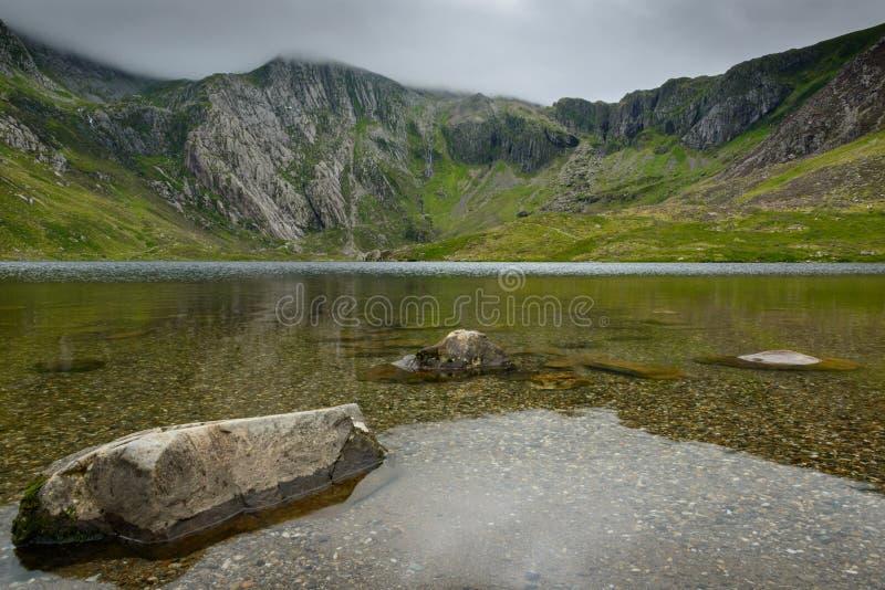 Lac Idwal dans le nord Pays de Galles de Snowdonia photo stock