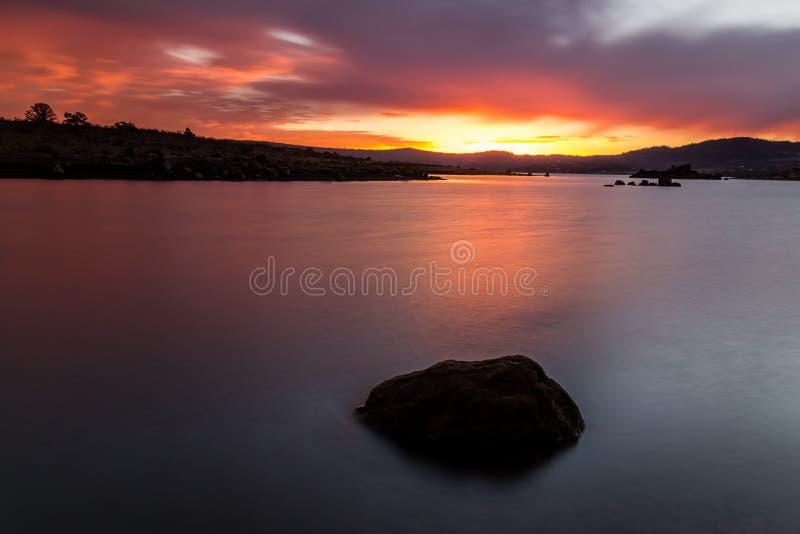 Lac Jindabyne à l'aube, NSW, Australie photo stock