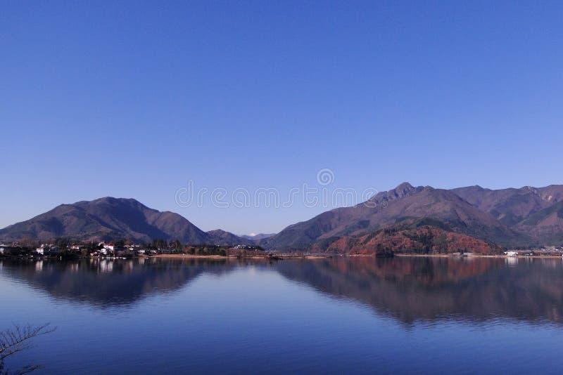 Lac Kawaguchi en automne images libres de droits