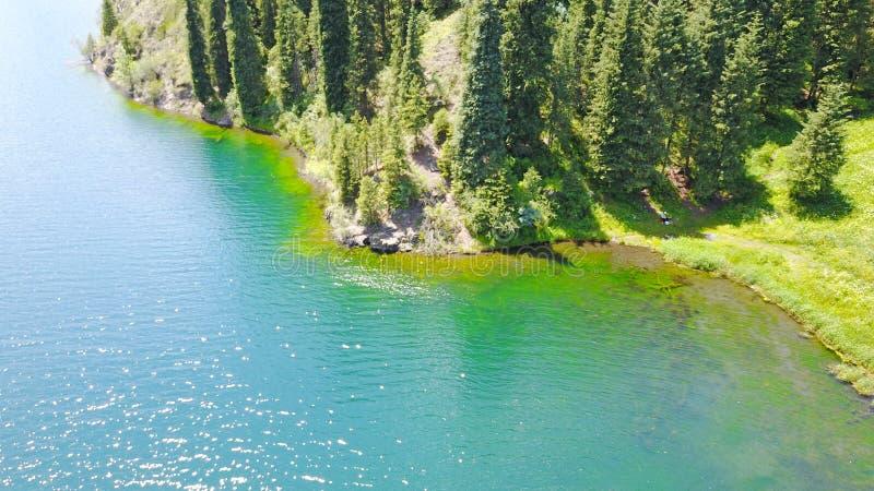 Lac Kolsai mountain Belle vue du lac en gorge image stock