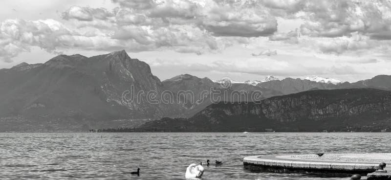 Lac landscape avec le nuage photos libres de droits