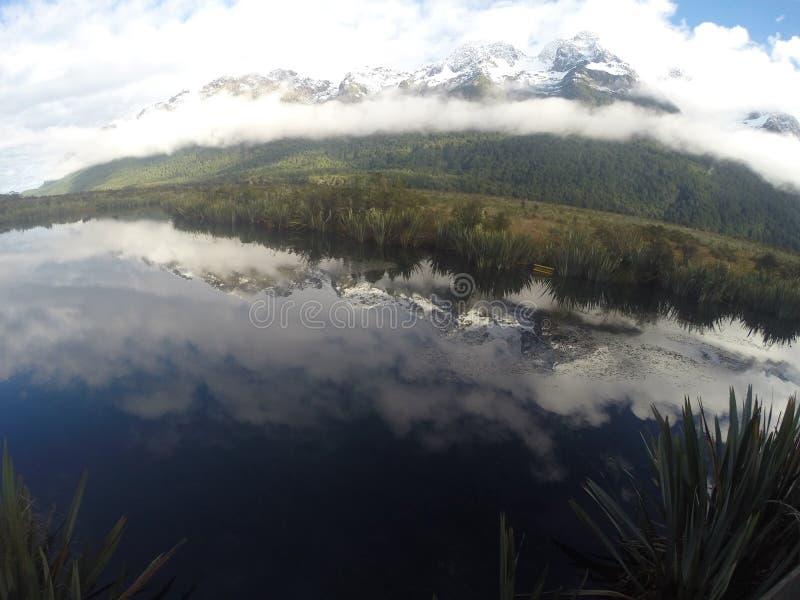 Lac mirror images libres de droits