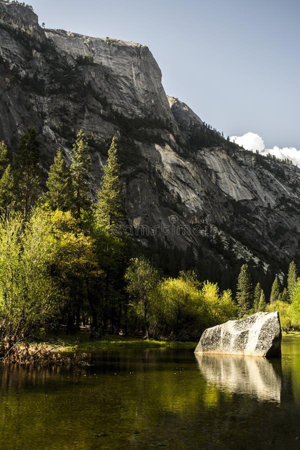 Lac mirror chez Yosemite photo libre de droits