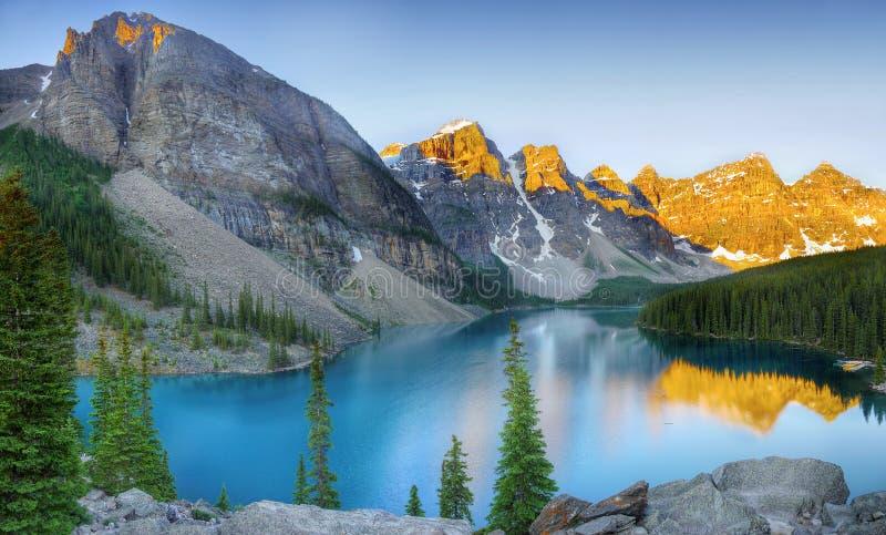 Lac moraine, Banff NP, Alberta, Canada images libres de droits