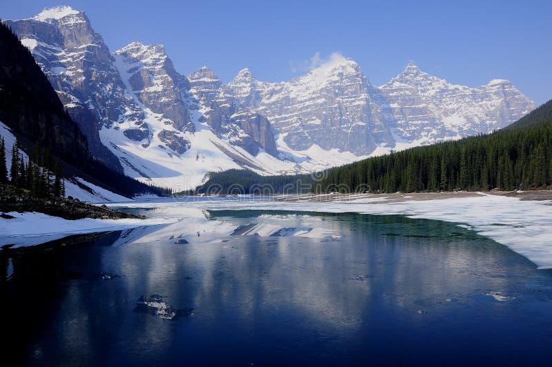 Lac moraine. Le Canada. photographie stock libre de droits