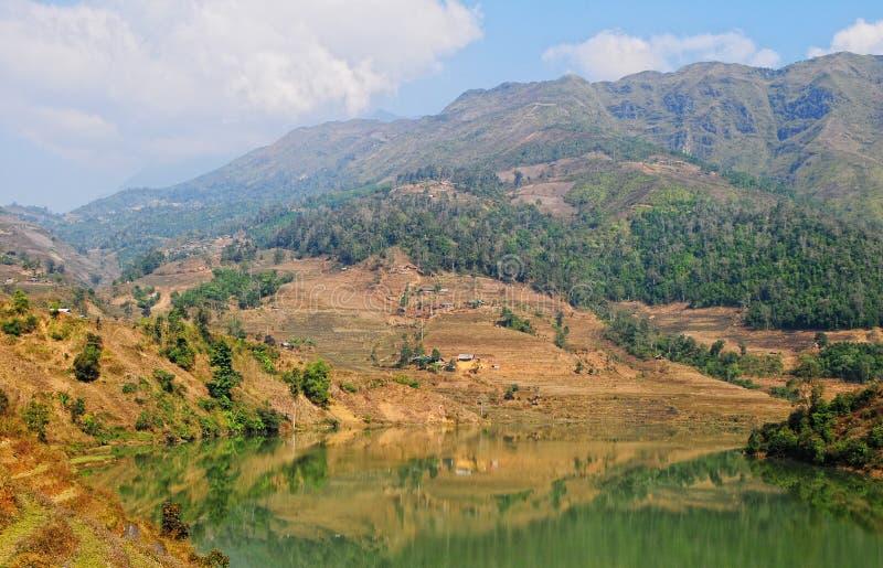 Lac mountain dans la ville de Doc. de Chau photos libres de droits
