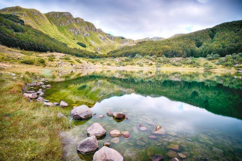Lac mountain dans les alpes italiennes photos libres de droits