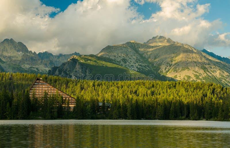 Lac mountain en parc national haut Tatra, Slovaquie images stock