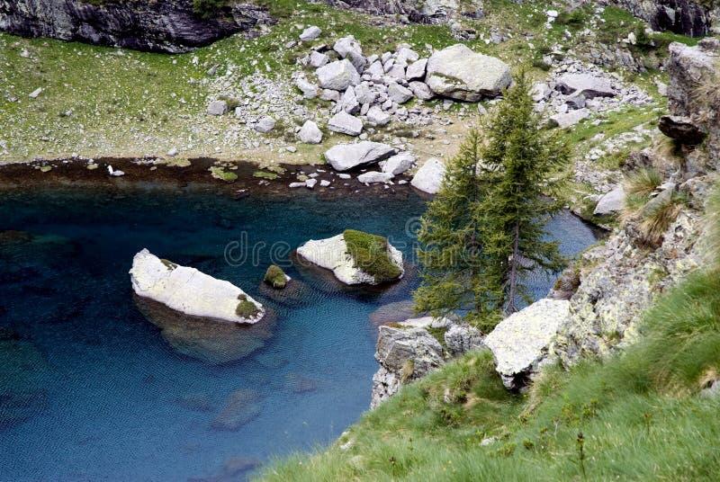 Lac mountain sur des Alpes image libre de droits