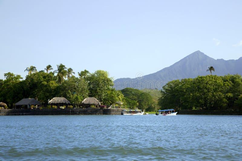 Lac Nicaragua sur un fond un volcan actif Concepcion image stock
