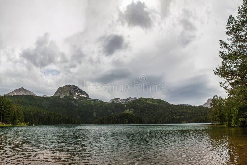 Lac noir en parc national de Durmitor dans Monténégro photos stock