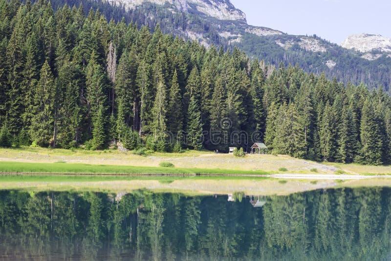 Lac noir sur la montagne de Durmitor dans Monténégro image stock