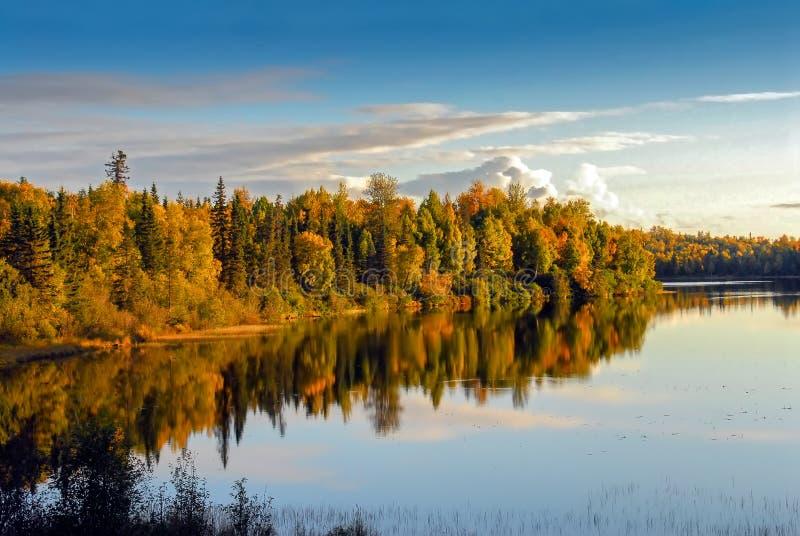 Lac orageux Alaska en automne photographie stock libre de droits