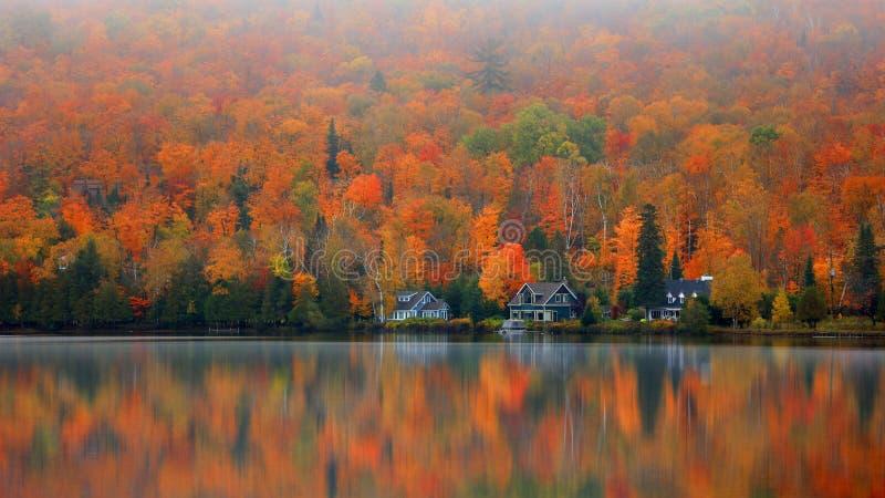 Lac Ouimet près de Mont Tremblant au Québec images libres de droits