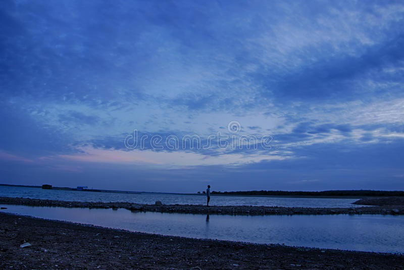Lac pendant l'heure bleue photographie stock libre de droits