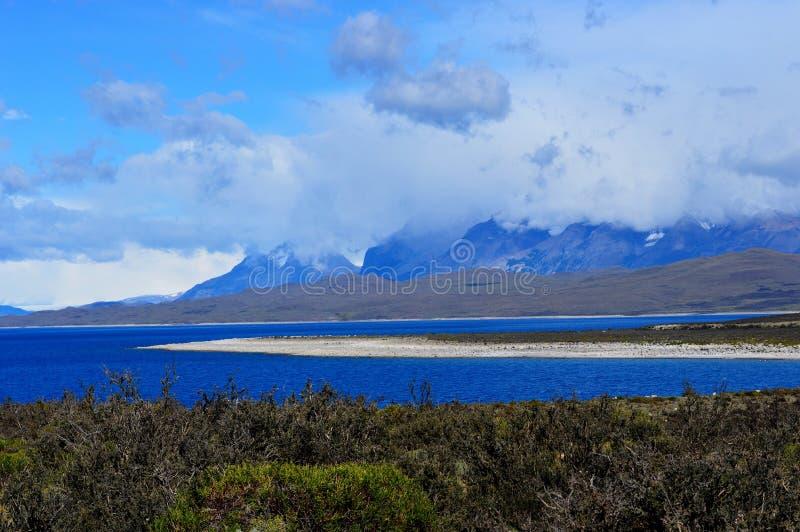 Lac près de parc national de Torres del Paine dans le Patagonia, Chili photo libre de droits