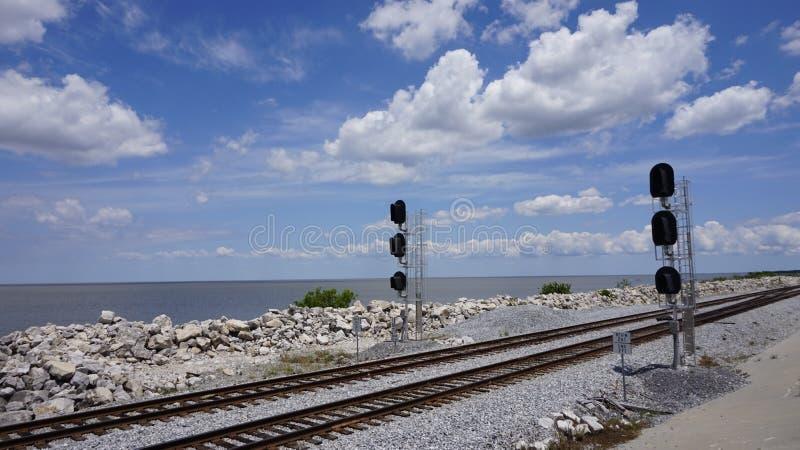 Lac proche ferroviaire images stock