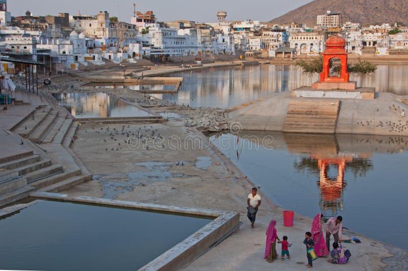 Lac Pushkar dans le début de soirée photos libres de droits
