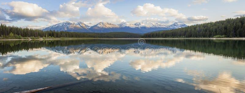 Lac pyramid en stationnement national de jaspe photos libres de droits