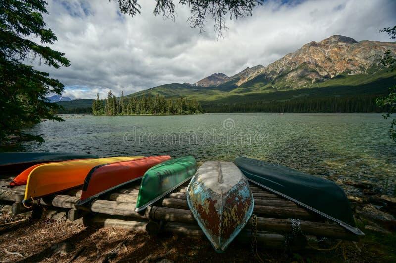 Lac pyramid en stationnement national de jaspe photographie stock