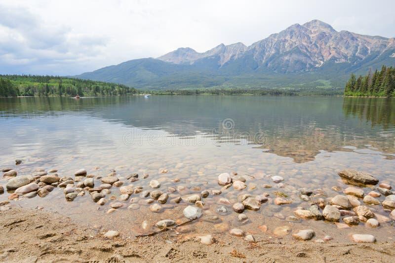 Lac pyramid, montagne, Alberta images libres de droits