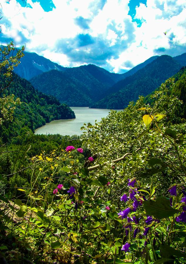 Lac Ritza en république de l'Abkhazie image libre de droits
