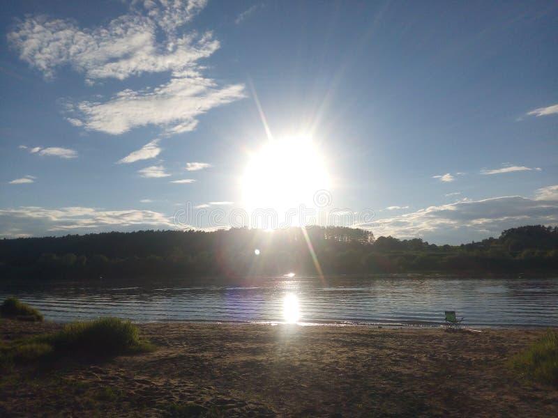 Lac, rivière, coucher du soleil image stock